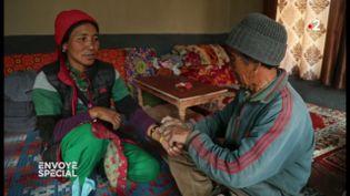 """""""Envoyé spécial"""" a assisté à une consultation de médecine tibétaine dans l'Himalaya (ENVOYÉ SPÉCIAL  / FRANCE 2)"""