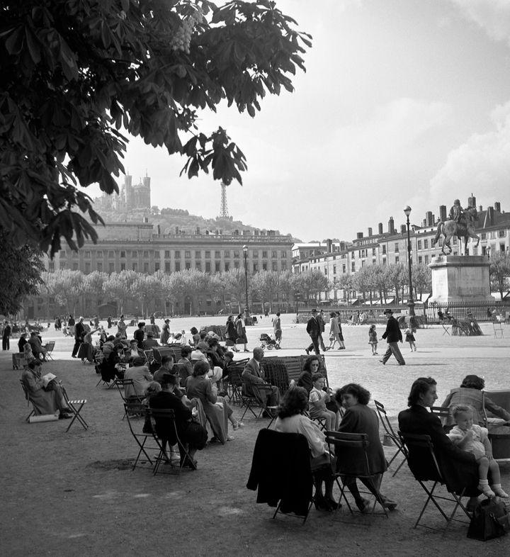 Place Bellecour, Lyon 1950 (Atelier Robert Doisneau)