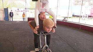 Eros et Alexis Gruss, deux jeunes acrobates du cirque Gruss en répétition (France 3 Orléans)