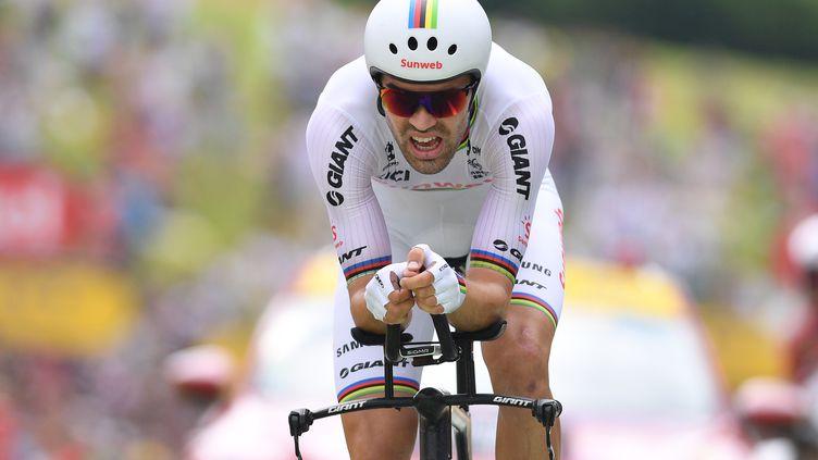 Tom Dumoulin, lors de l'épreuve du contre-la-montre entreSaint-Pée-sur-Nivelle et Espelette (Pyrénées-Atlantiques), le 28 juillet 2018. (DAVID STOCKMAN / BELGA MAG / AFP)