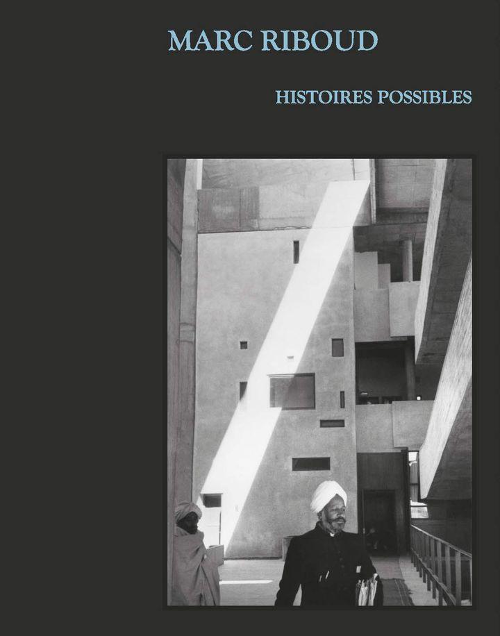 """Couverture du livre """"Marc Riboud, Histoires possibles"""" (Éditions Rmn - Grand Palais / En coédition avec le Musée national des arts asiatiques-Guimet - distributeur Flammarion))"""