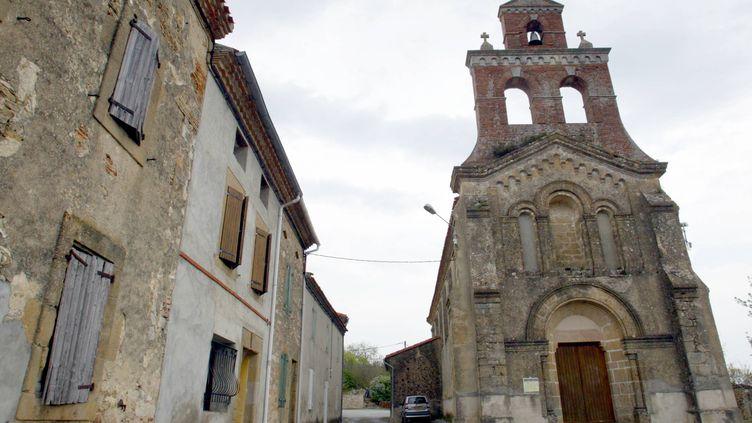 Eglise du petit village de Bélesta-en-Lauragais, à 45 km de Toulouse, le 28 avril 2004. (LIONEL BONAVENTURE / AFP)