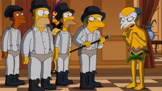"""Alex d'""""Orange Mécanique' débarque à la soirée de """"Eyes Wide Shut"""" : l'hommage à Stanley Kubrick des Simpsons pour Halloween 2014.  (Saisie écran)"""