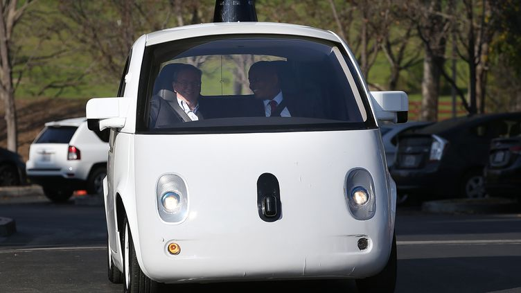 Une voiture sans conducteur de Google à Mountain View (Californie, Etats-Unis), le 2 février 2015. (JUSTIN SULLIVAN / GETTY IMAGES NORTH AMERICA / AFP)