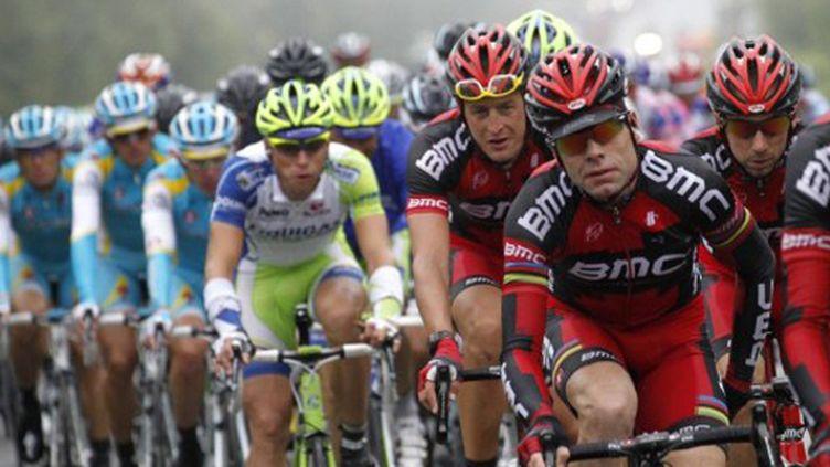 Les BMC a l'avant du peloton du Tour de France (JOEL SAGET / AFP)