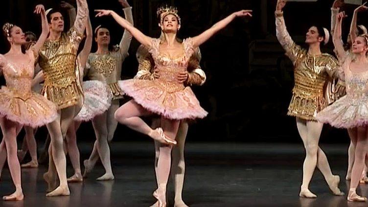 """Le grand couturier Christian Lacroix a dessiné tous les costumes et décors du ballet """"Le Songe d'une nuit d'été"""" à l'opéra de Paris  (France 3 / Culturebox)"""