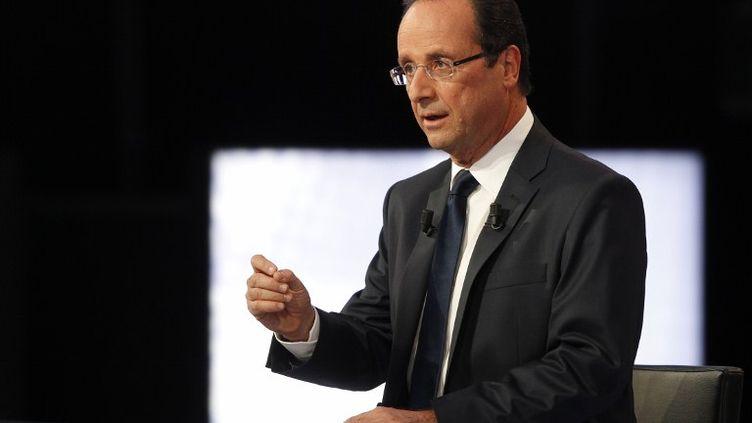 """François Hollande sur le plateau de """"Des paroles et des actes"""", le 11 avril 2012. (THOMAS SAMSON / POOL / AFP)"""