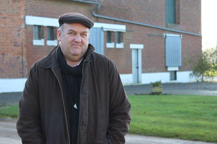 Bruno Etévé, maire de Fay (Somme), également exploitant agricole à proximité de la gare TGV Haute-Picardie, le 16 décembre 2014. (MATHIEU DEHLINGER / FRANCETV INFO)