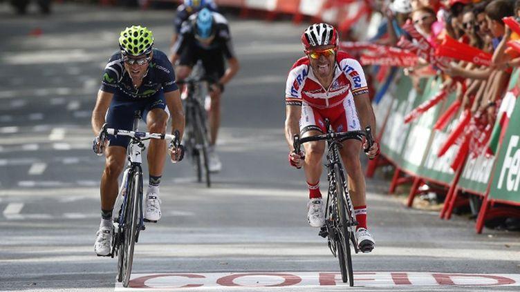 Alejandro Valverde (à gauche)a battu d'un boyau de roue Joaquin Rodriguez