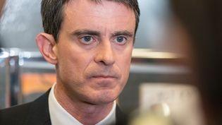 Le candidat à la primaire de la gauche Manuel Valls lors d'une visite à Villeurbanne (Rhône), le 17 janvier 2017. (FRANCK CHAPOLARD / AFP)