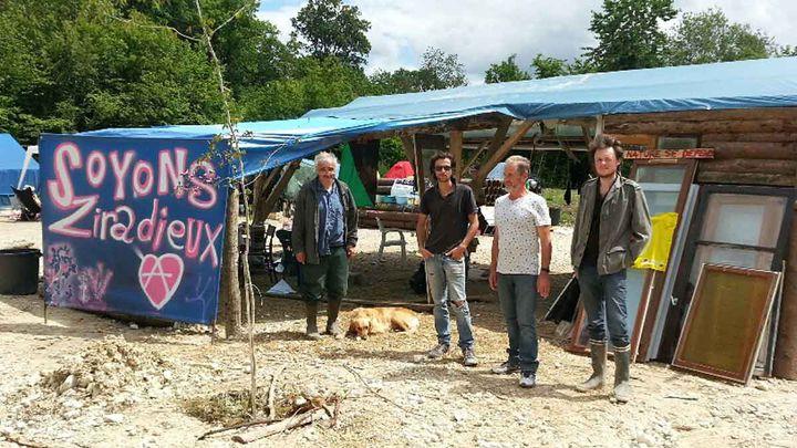 (Les opposants au projet Cigéo dans le bois de Mandres-en-Barrois près de Bure dans la Meuse © Anne-Laure Barral/RADIO FRANCE)