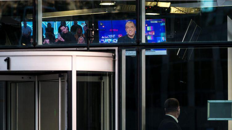 Le premier numéro de l'émission de Jean-Marc Morandini sur i-Télé, diffusé le17 octobre 2016 devant le siège du groupeCanal+ à Boulogne-Billancourt (Hauts-de-Seine).      (MAXPPP)