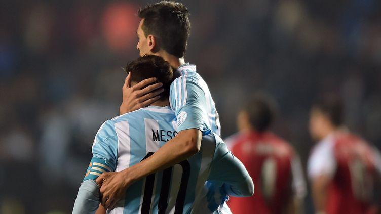 Javier Pastore et Leo Messi  (YURI CORTEZ / AFP)