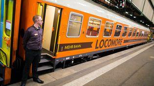 Un train de la compagnie Locomore, à Stuttgart, en Allemagne, le 14 décembre 2016. (CHRISTOPH SCHMIDT / DPA)