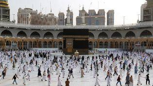 Des fidèles participent au pèlerinage musulman du hadj, à La Mecque (Arabie saoudite), le 2 août 2020. (AFP)