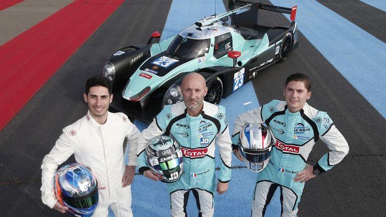 Paul-Loup Chatin, Fabien Barthez et Thimothé Buret réunis dans le baquet de Ligier JSP2 du team Panis-Barthez