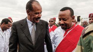 Le président de l'Erythrée, Issayas Afeworki (à gauche), et le premier ministre éthiopien Abiy Ahmed à Gondar (Ethiopie), le 9 novembre 2018. (Eduardo Soteras/ AFP)