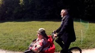 Pour lutter contre l'isolement, un Ehpad de la Meuse, propose à ses résidents des balades en tricycle à assistance électrique. (France 3)