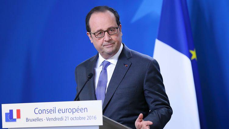 François Hollande, le 21 octobre 2016, à Bruxelles. (DURSUN AYDEMIR / AFP)