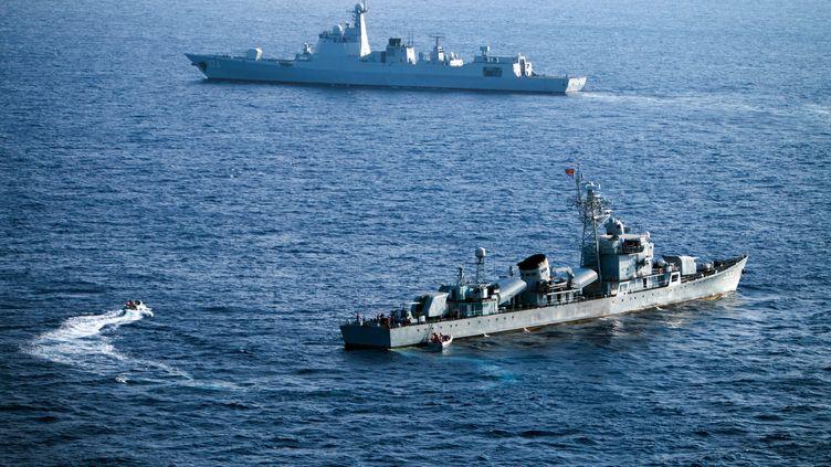 Des navires chinois en mer de Chine méridionale, près des îles Paracels, le 5 mai 2016. (STR / AFP)