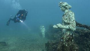 Près de Naples, en Italie, une mystérieuse cité sous-marine antique est ensevelie sous les eaux : Baia. Le site est devenu un site de plongée, que les scientifiques souhaitent à tout prix préserver. (Italie : plongée au cœur de la cité engloutie de Baia)