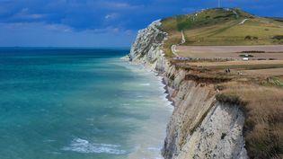 La falaise du Cap Blanc-Nez, à Escalles, près de Calais (Pas-de-Calais), en 2011. (STAN FAUTRE / ONLY FRANCE / AFP)