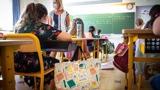 Une salle de classe, le 1er septembre 2020, à Nice (Alpes-Maritimes), lors de la rentrée scolaire. (ARIE BOTBOL / HANS LUCAS / AFP)