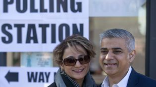Le favori pour briguer la mairie de Londres, Sadiq Khan, accompagné de sa femme Saadiya.