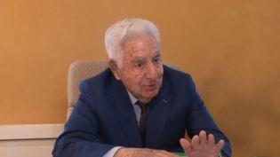 À Pamier, en Ariège, le maire aimerait bien effectuer un cinquième mandat. Signe distinctif : André Trigano a 94 ans. (France 2)