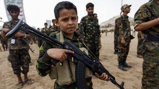 Un jeune Yéménite recruté par les combattants Huthi à Sanaa, la capitale. (MOHAMMED HUWAIS / AFP)