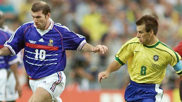 Zinedine Zidane face à Dunga en 1998