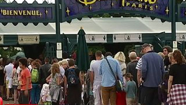 Disneyland Paris : des tarifs à la tête du client ?