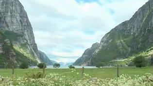 France 2 est partie en Norvège à la découverte du Fjord de lyngen. un lieu magique qui a su conserver son côté naturel malgré la visite de centaines de milliers de touristes. (FRANCE 2)