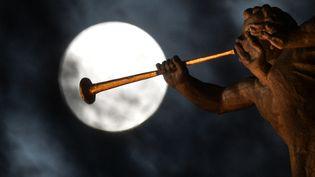 """Une """"super Lune"""" photographiée en septembre 2015 à Moscou (Russie). (VLADIMIR ASTAPKOVICH / RIA NOVOSTI / AFP)"""