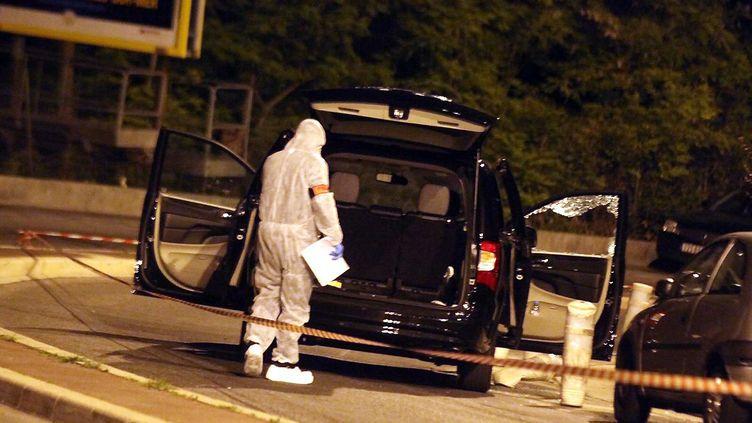 Le véhicule de la riche héritière monégasque Hélène Pastor, pris dans un guet-apens, le 6 mai 2014 à Nice (Alpes-Maritimes). (  MAXPPP)