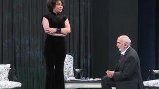 """""""La raison d'Aymé"""" est l'histoire d'un homme, Aymé, riche, amoureux d'une jeune femme vénale. Cette pièce de théâtre est interprétée par Gérard Jugnot et Isabelle Mergault, également auteure. (France 3)"""
