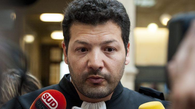 Arié Alimi, l'avocat de Rémi Fraisse, devant les médias, à Paris, en mai 2016. (JEREMY LEMPIN / EPA)