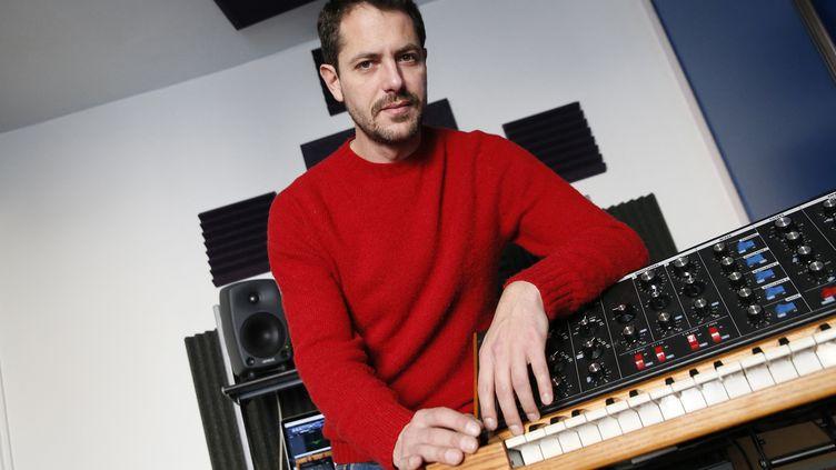 Le DJ, producteur et compositeur, Romain Delahaye-Serafini alias Molécule.  (PATRICK KOVARIK / AFP)