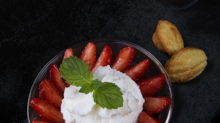 Gaspacho de fraises à la mousse de citron. (BERNARD BACH)