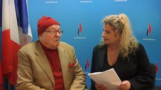 """Jean-Marie Le Pen, président d'honneur du Front national, lors de son """"journal de bord"""", le 8 novembre 2013. (CAPTURE D'ECRAN / YOUTUBE)"""