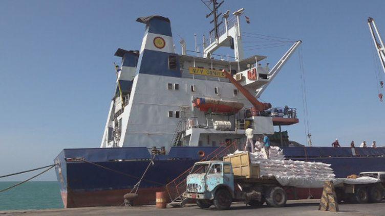 Le port d'Hodeïda toujours sous le contrôle des rebelles houthis est vital pour le Yémen. Il permet d'acheminer l'aide humanitaire dans le pays. (France 24)