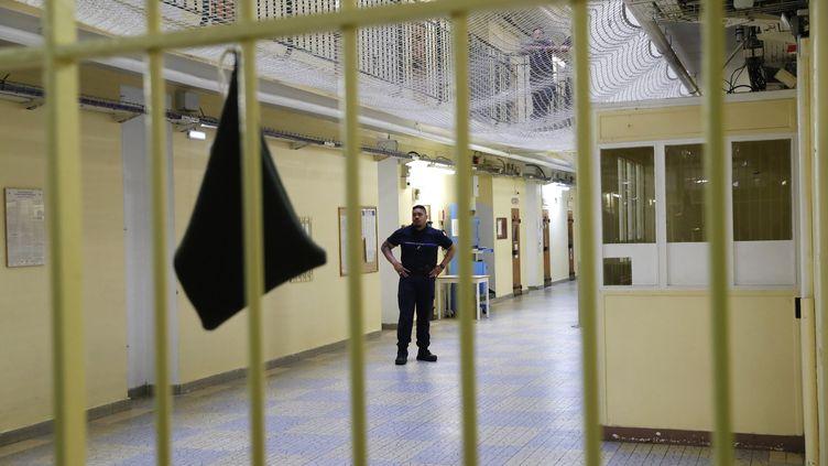 Au 1er avril 2018,70 367 personnes étaient incarcérées en France. (PATRICK KOVARIK / AFP)