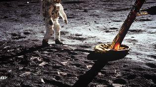 """L'astronaute américain Edwin """"Buzz"""" Aldrin, sur la surface de la Lune, le 20 juillet 1969. (JOHNSON SPACE CENTER / NASA)"""