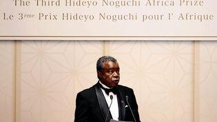 Le virologue congolais, le Dr Jean-Jacques Muyembe-Tamfum, lors de la cérémonie pour le prix Hideyo Noguchi pour l'Afrique, le 30 août 2019 à Tokyo, au Japon. (RHOHEI MORIYA / YOMIURI)