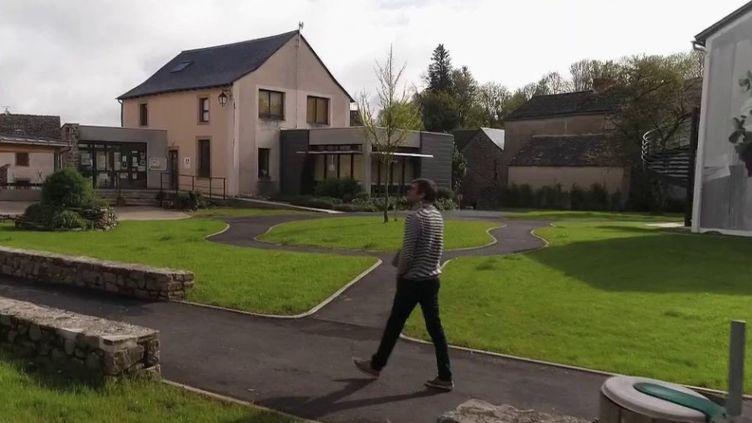 Dans ce village de l'Aveyron, le recours aux technologies numériques a permis de favoriser les circuits courts, utiles en temps de confinement. (FRANCE 2)