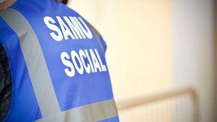 Un bénévole du Samu social. Photo d'illustration. (CLEMENT TIBERGHIEN / MAXPPP)