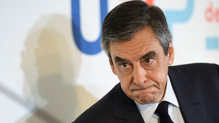 Le candidat de la droite et du centre à la présidentielle, François Fillon, lors d'une conférence de presse, le 16 mars 2017 à Paris. (ERIC FEFERBERG / AFP)