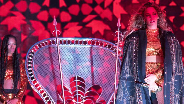 Beyoncé devant son trône au stade de France en concert le 21 juillet 2016  (Daniela Vesco/AP/SIPA)