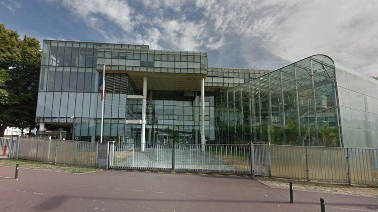 Capture d'écran de Google Street View montrant l'entrée du tribunal de grande instance de Nanterre (Hauts-de-Seine). (GOOGLE STREETVIEW)