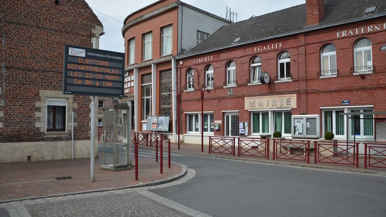La mairie d'Hornaing (Nord), dans le canton de Sin-le-Noble, le 24 mars 2015. (THOMAS BAIETTO / FRANCETV INFO)